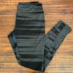 NWOT Z by Zella Gray and Black Dry Fit Leggings L